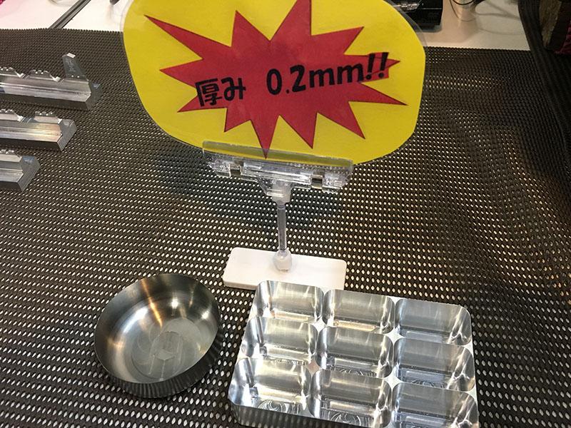 素材はチタンとアルミで共に厚みは0.2mm